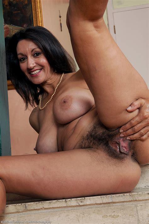 Milf Porn Pics And Videos