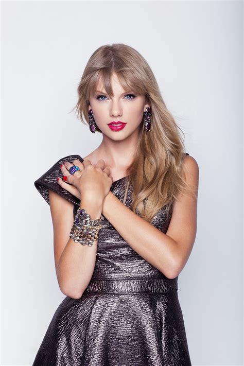 Taylor Swift in 2020   Taylor swift, Taylor swift dress ...