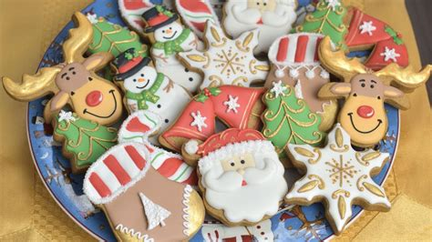 Decorating christmas cookies is much easier than you think, plus there's a video to help with your cookie decorating. DECORATED CHRISTMAS COOKIES - YouTube