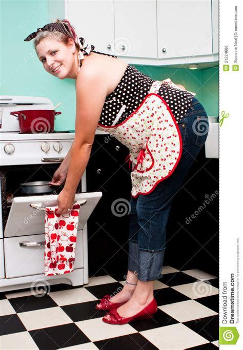 des vers dans la cuisine fille pin vers le haut dans la cuisine des ées 50 image