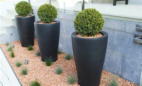 zäune beton sichtschutz pots pour terrasse de jardin l atelier des fleurs