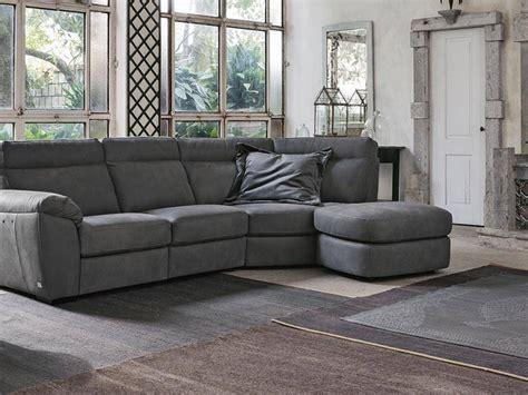 Divano Doimo Prezzo - divano con penisola charles doimo salotti prezzi outlet