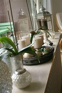 Fensterbank Außen Dekorieren : fensterrahmen bef llt mit kerzen leuchten und orchideen fensterdeko innen und au en pinterest ~ Eleganceandgraceweddings.com Haus und Dekorationen