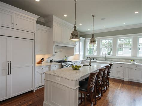 Transitional White Kitchen With Stainless Steel Pendant