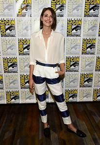 Willa Holland - Arrow Press Line at Comic Con in San Diego ...