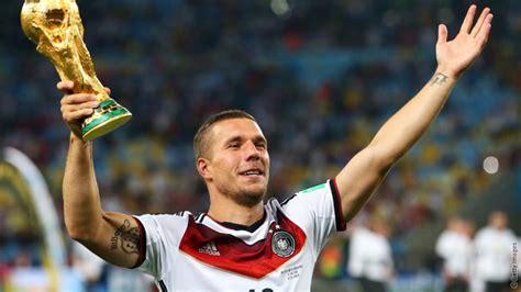 Lukas podolski hat mit seiner aussage zu spielerfrauen für mächtig wirbel gesorgt. Podolski on winning the World Cup | News | Arsenal.com