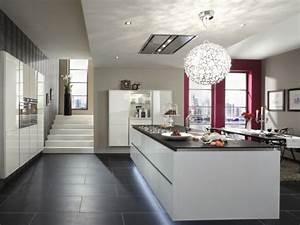 Les Meilleurs Hottes Aspirantes De Cuisine : une hotte int gr e au plafond pour une cuisine en toute ~ Dailycaller-alerts.com Idées de Décoration