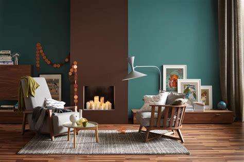 Die Wandfarben Petrol Und Braun In Einem Raum