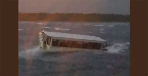Duck Boat Tours Branson by Prayer Alert Devastating Quot Mass Casualty Quot Event In Branson