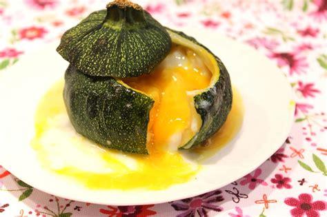 cuisiner courgette jaune courgette ronde farcie comme un oeuf cocotte pour ceux