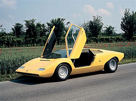 This Is What It's Like To Drive A 1985 Lamborghini