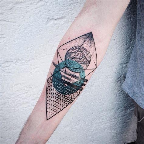 Tatouage Fleur Geometrique
