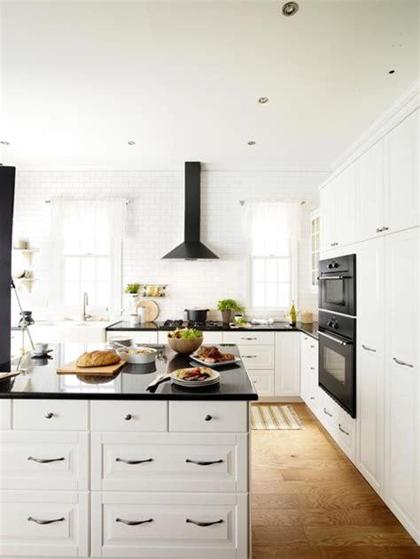 Elegant Black And White Worktops For Elegant Kitchens