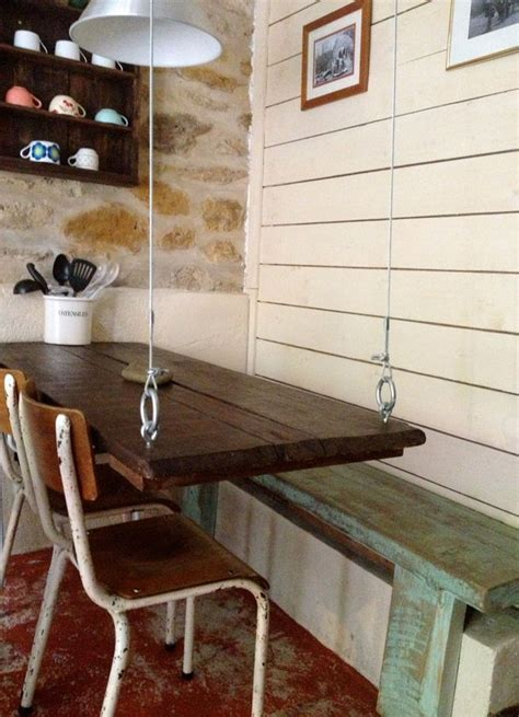 table de cuisine avec banc table suspendue