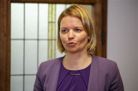 Bijusī Saeimas deputāte Lolita Čigāne strādā sieviešu ...