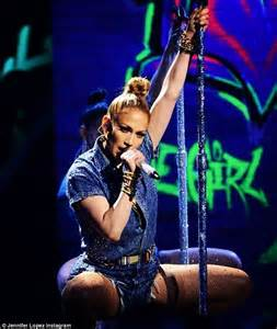 American Idol fans angry over JLo's 'lip-synced' I Luh Ya ...