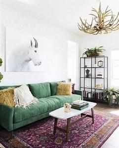 Best 25 green sofa ideas on pinterest for Green velvet sofa for your modern living room