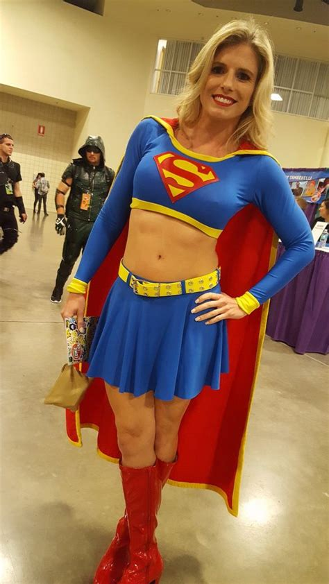 Super-hot MILF in superman costume at at comic-con – MILF Update