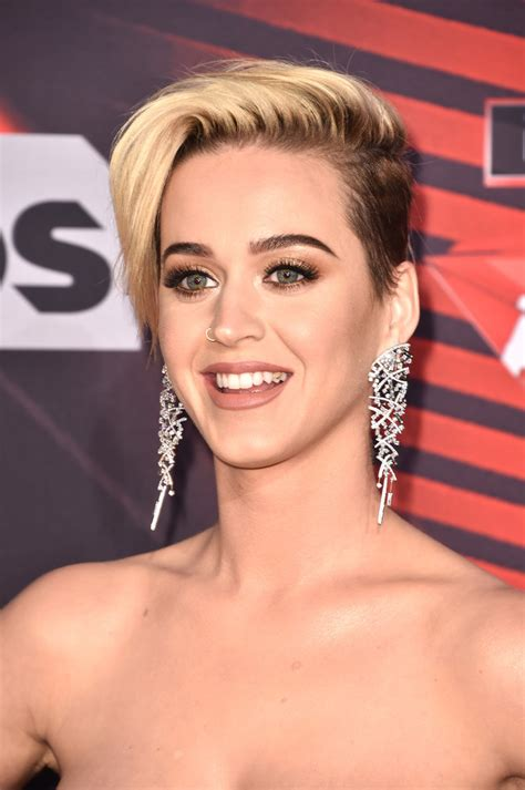 katy perry short side part katy perry  stylebistro