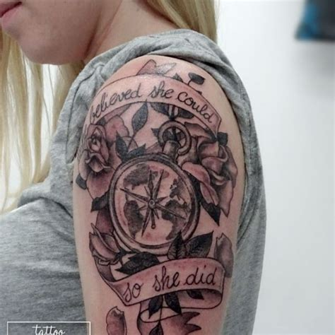 tatouage boussole rose