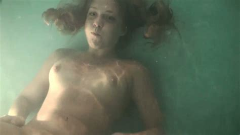 Sexy Amateur Russian Sweetie All Naked Underwater In The