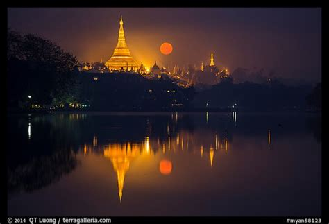 picturephoto moonset  shwedagon pagoda  kandawgyi
