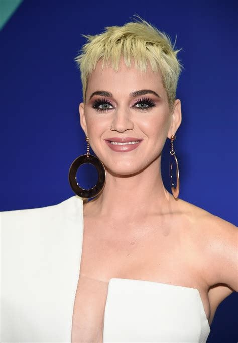 vmas  katy perry  channeling  supermodel makeup   red carpet allure