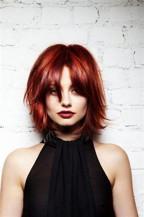 coupe degrade femme sur cheveux roux flamboyant avec