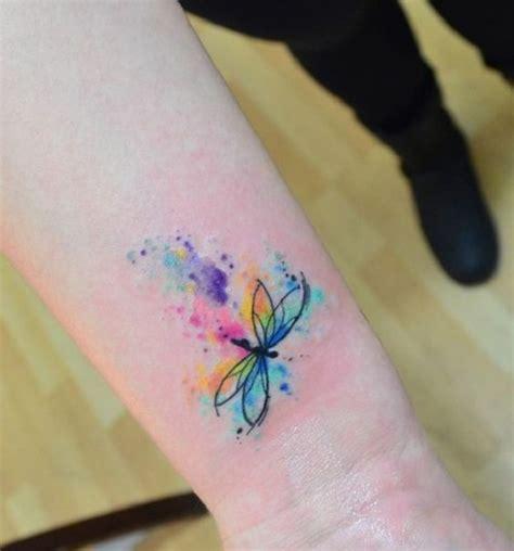 40 diseños de tatuajes de libélulas para mujeres