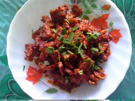 Dalam kuliner masakan indonesia, sambal goreng kering tempe merupakan menu masakan yang sering di jadikan pelengkap dan dipadukan dengan jenis masakan lainnya. Resep Sambal Goreng Tempe Kering Jawa Enak