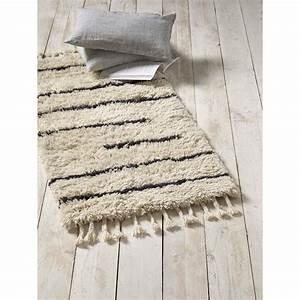 Tapis Descente De Lit : cyrillus tapis descente de lit en laine ecru brandalley ~ Teatrodelosmanantiales.com Idées de Décoration