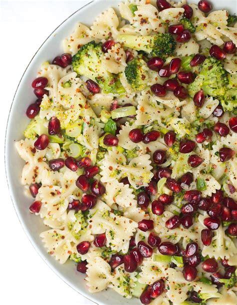 einfaches kuchen nudelsalat mit brokkoli und granatapfel healthy on green