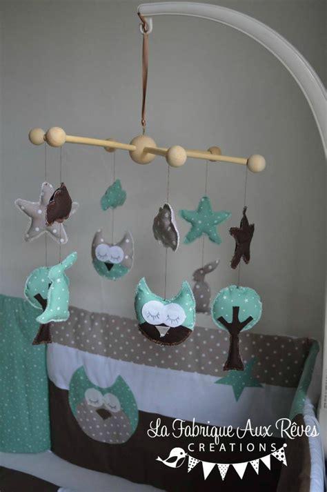 decoration chambre bebe mixte mobile éveil bébé hibou chouette arbre lapin étoiles