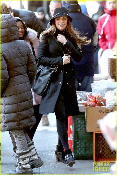 Lea Michele Switches Outfits Around for More u0026#39;Gleeu0026#39; NYC Filming Photo 3071449   Glee Lea ...