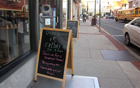 5 Benefits To Use Sidewalk Sign For Your Business
