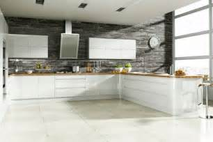 cuisine blanche grise 25 designs armoires blanches mur