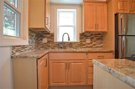 kitchen backsplash with cabinets kitchen backsplash ideas with maple cabinets with pics