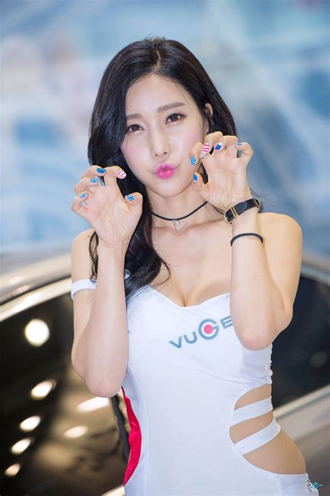 Im Min Young - Korean Racing model Seoul Auto Salon 2015