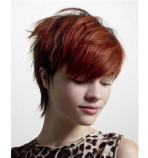 Krótkie fryzury odmładzają, dodają charakteru a ich stylizacja jest błyskawiczna. Krótkie fryzury, które cię odmłodzą! 40 pomysłów na kolor i cięcie