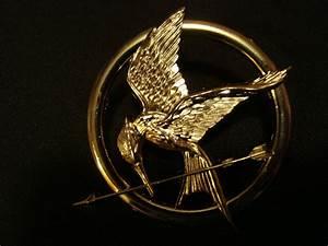 Small Katniss Everdeen Mockingjay Hunger Games Brooch Pin ...
