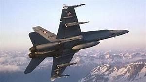 Crash D U2019un Avion De Combat F18 Suisse  U00e0 Glamondans Dans Le