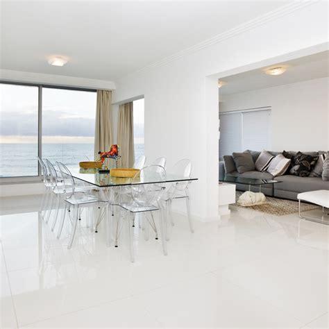 cuisine sol blanc carrelage sol poli blanc 60x60 cm carrelage brillant