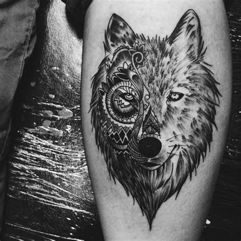images tatouage tetes de loups profil tatouage
