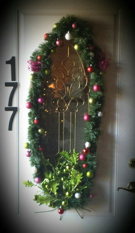 find  wreath  frame  oval window