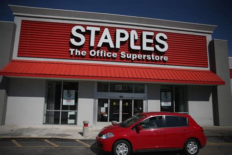 Office Depot Staples by Staples And Office Depot Reportedly In Merger Talks Zimbio