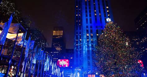 when is the christmas tree lighting nyc the rockefeller center christmas tree 2016 photos