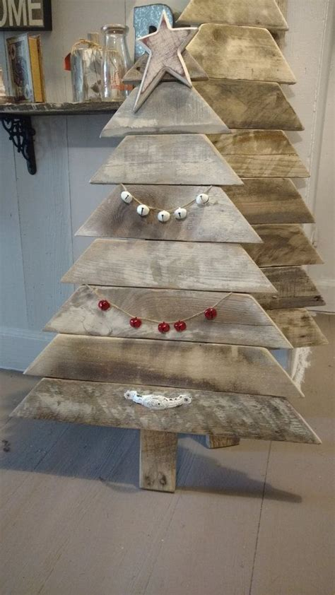 reclaimed pallet wood christmas tree reclaimed  boxedcreativity woodwork plans  projects