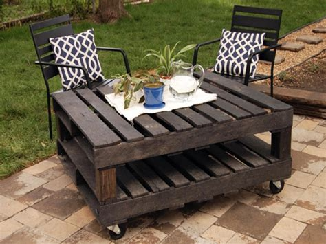 pallet outdoor furniture practical yet chic ideas