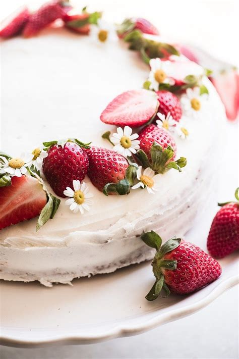 easy strawberry cake recipe cakes strawberry cakes