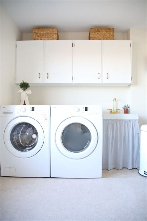 Decorating Ideas For Laundry Rooms by Laundry Room Decor